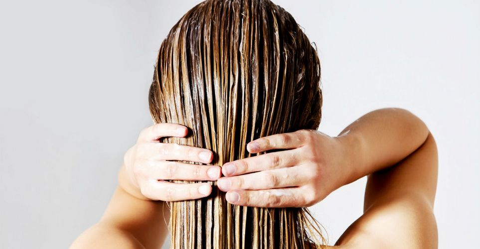 9 DIY μάσκες μαλλιών με λάδι καρύδας ανάλογα με τις ανάγκες σου
