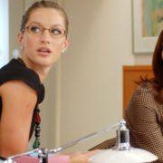 Mean girls στη δουλειά: πώς να παραμείνεις ψύχραιμη όταν τα πάντα γύρω σου καταρρέουν