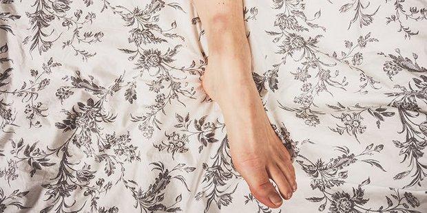Μάθαμε επιτέλους πού οφείλονται αυτές οι περίεργες μελανιές στα πόδια σου