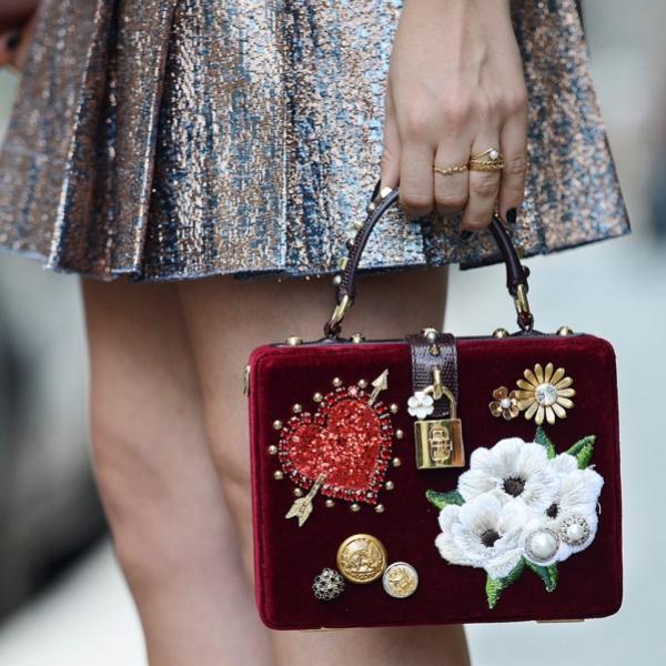 milan-fashion-week-street-style-ss18-dolce-gabbana-bag_fotor