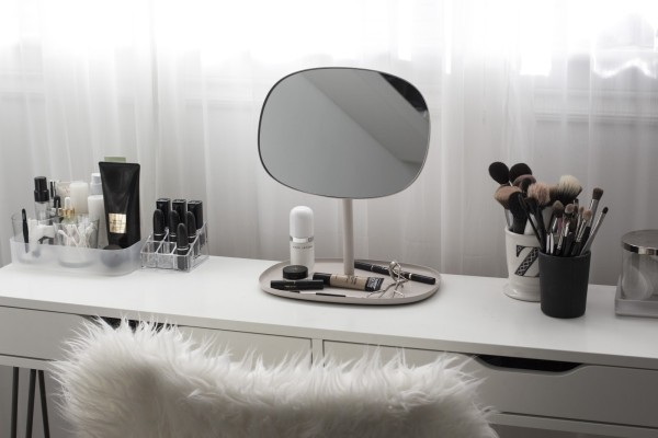 minimal vanity inspo