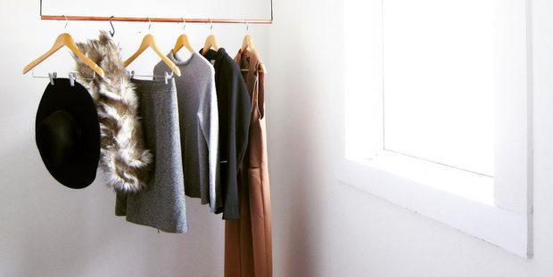 Μάθε πώς θα οργανώσεις τη ντουλάπα σου σε μόλις 30 λεπτά