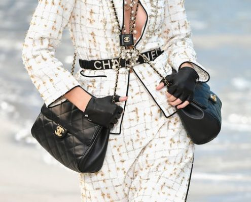 Σύμφωνα με τον οίκο Chanel, δύο τσάντες είναι καλύτερες από μια