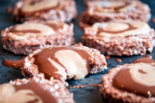 Μπισκοτα απο κακαο και καρυδα με επικαλυψη σοκολατα-φυστικοβουτυρο by Saucha Life