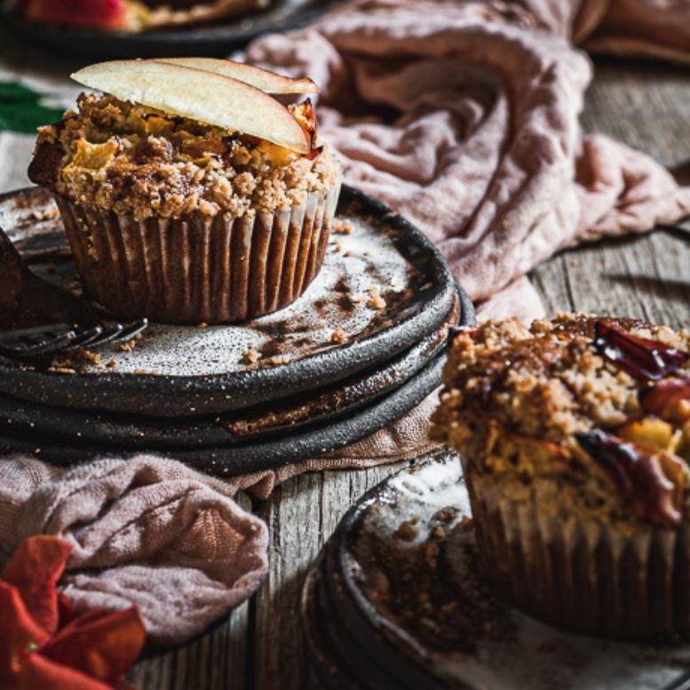 Muffins με κομμάτια ζουμερού ροδάκινου