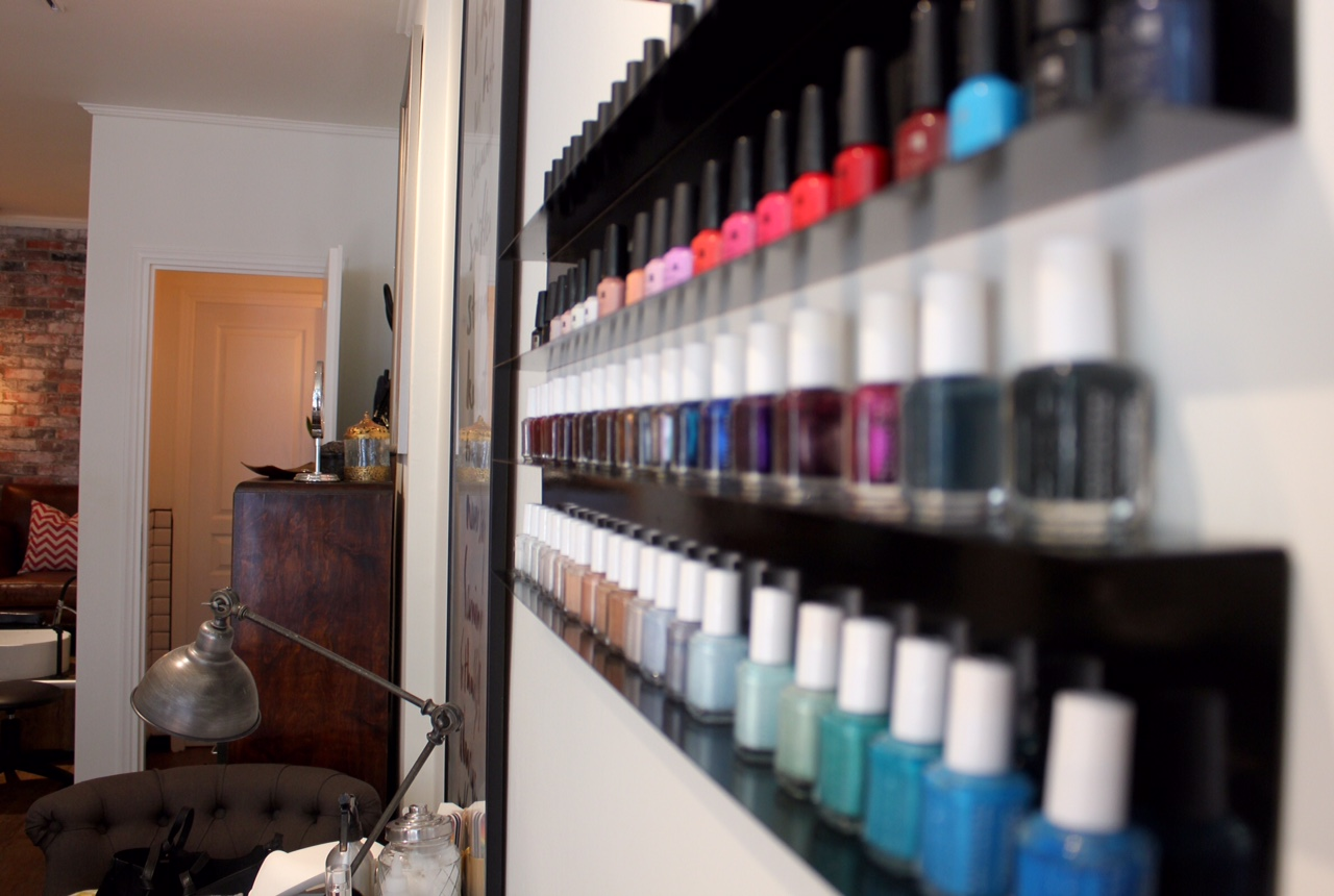 nailjob-to-pio-stylish-nail-salon-to-kentrou-savoir ville 2