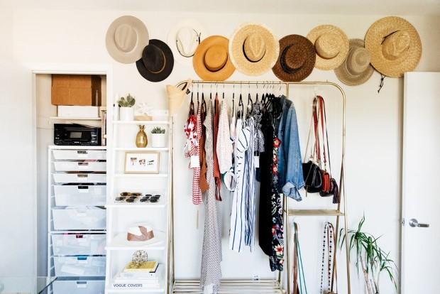 8 items που δε χρειάζεται να φεύγουν από τη ντουλάπα σου σε κάθε declutter