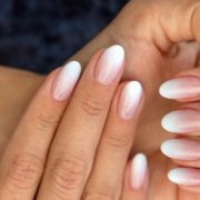 Ombre νύχια: εύκολες ιδέες που μπορείς να αντιγράψεις μόνη σου στο σπίτι