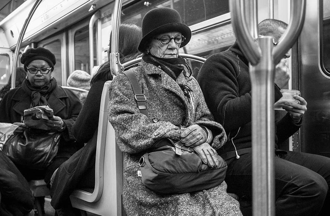 paris-metro-people