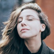 3 συνήθειες που μπορεί να χειροτερεύουν τις αλλεργίες σου