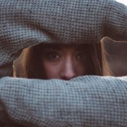 4 πράγματα που απαγορεύεις στον εαυτό σου και σε κρατάνε πίσω