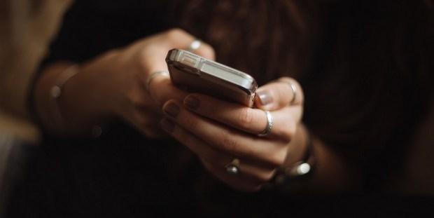 Ομαδική συζήτηση σε απευθείας σύνδεση dating