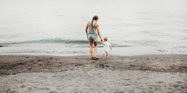 Είναι οι Alloparents το μυστικό για να αγαπήσεις τον ρόλο της μαμάς;