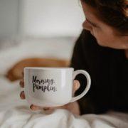 9 τρόποι να φτιάξεις τη μέρα σου από τη στιγμή που θα ξυπνήσεις