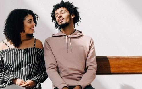 10 ερωτήσεις που θα σπάσουν τον πάγο στο πρώτο σας ραντεβού