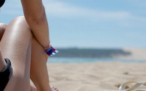Όλα αυτά που χάνεις στην παραλία με το να μένεις στη σκιά