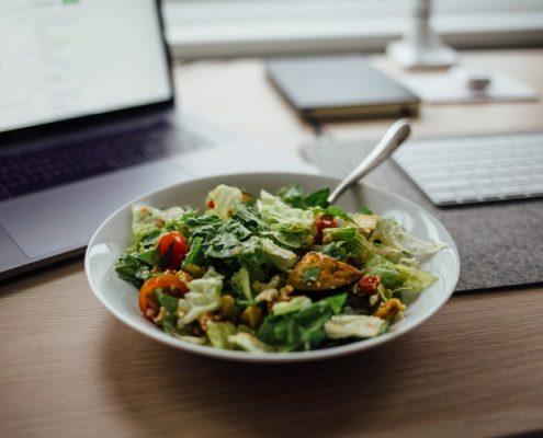 4 σαλάτες ιδανικές για το lunchbreak σου