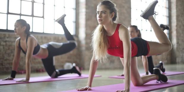 3 ασκήσεις streching που θα σε απαλλάξουν από το φούσκωμα