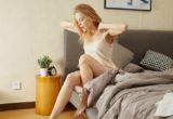 4 tricks για να ξυπνάς χαρούμενη κάθε μέρα