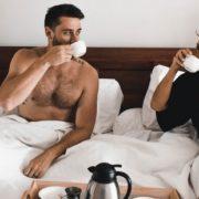 6 τρόποι για να ξυπνάς πιο εύκολα τώρα που χειμωνιάζει