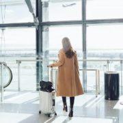 15 πράγματα που μπορείς να κάνεις στο αεροπλάνο για να μη βαριέσαι