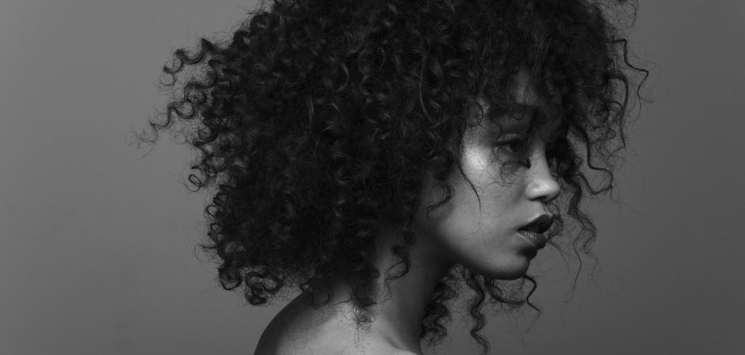 7 κακες συνηθειες που κανουν τα μαλλια σου να φριζαρουν Savoir Ville