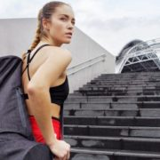 Ποια είναι πραγματικά τα fitness οφέλη του να ανεβοκατεβαίνεις σκαλιά;