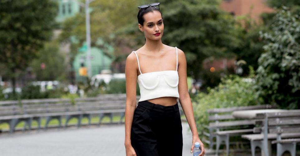 Μια λίστα με up-to-date ιδέες για να φορέσεις το bra top