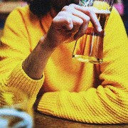 Οι άνδρες φοβούνται περισσότερο από τις γυναίκες μήπως μείνουν μόνοι τους, λένε οι έρευνες