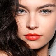 9 τρόποι για να μείνει το μακιγιάζ σου στη θέση του τις μέρες με ζέστη και υγρασία