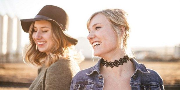 6 ενδείξεις ότι η φίλη σου σου κάνει κακό