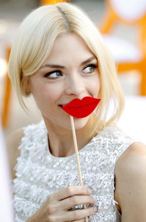 red lipstick 1-savoir ville