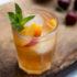 Το bourbon με ροδάκινο είναι το cocktail που χρειάζεσαι όταν θες κάτι καινούριο