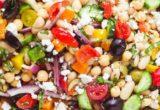 Η σαλάτα με όσπρια είναι το ελαφρύ χορταστικό γεύμα που χρειάζεσαι τα μεσημέρια