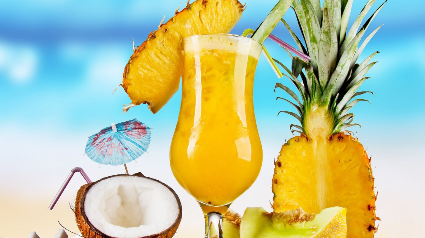 sand_fruits_food_coconut_juice_parasol_beach_1366x768_50082