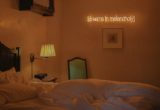 Τα quotes της Sarah Bahbah είναι τα neon φώτα που θα θες να βάλεις κι εσύ στο σπίτι σου
