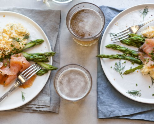 scrambled-eggs-with-smoked-salmon-and-asparagus-001
