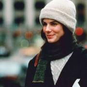 """Όλα τα outfits της Sandra Bullock στην ταινία """"Ενώ εσύ κοιμόσουν"""" ήταν πιτζάμες"""