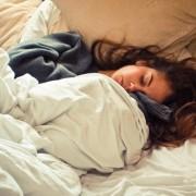 Δε θα πιστεύεις τα επτά beauty hacks που μπορείς να κάνεις όταν …κοιμάσαι!
