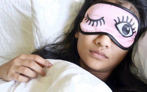 Ίσως το self-love να είναι ο μόνος τρόπος να κοιμηθείς εάν ξυπνάς κατά τη διάρκεια της νύχτας