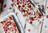Πώς θα φτιάξεις μπάρες λευκής σοκολάτας με καρύδα