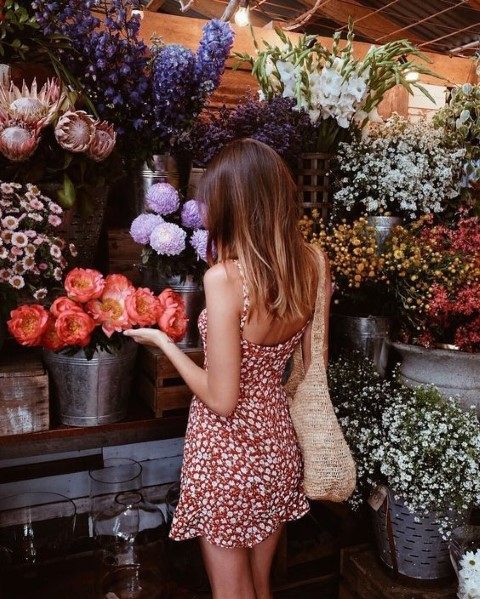 Tα floral φορέματα που χρειάζεσαι αυτή την άνοιξη