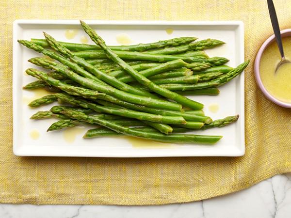 Alex Guarnaschelli's Chilled Asparagus Salad