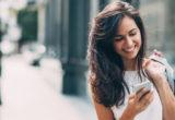 4 τρόποι να καταλάβεις αν πράγματι υπάρχει χημεία μεταξύ σας μέσω texting
