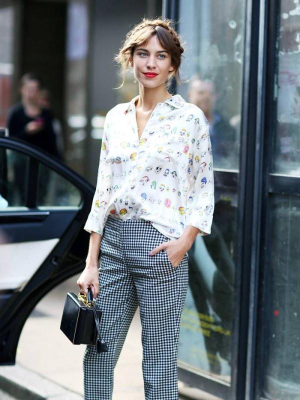 10 outfits της Alexa Chung που θα θες να φοράς ξανά και ξανά