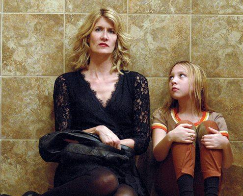 Αντιμέτωπη με τα παιδικά της τραύματα η Laura Dern στη νέα της ταινία