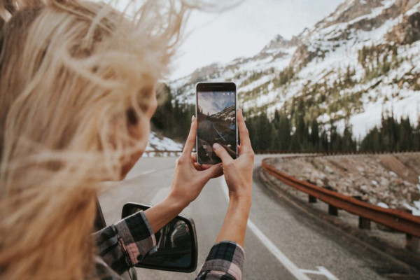 tips-for-getting-great-iphone-shots-on-your-next-trip-darling-1300x867
