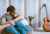 Μικρές ρομαντικές χειρονομίες για μην αισθάνεται ο σύντροφός σου ότι ζει με συγκάτοικο