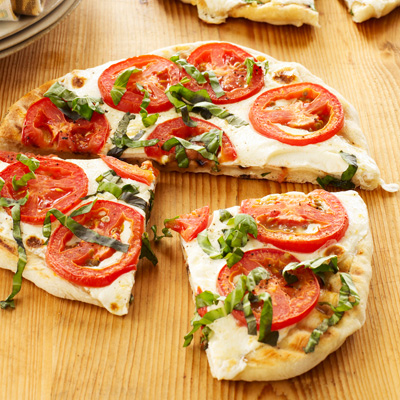 tomato-basil-fresh-mozzarella-pizza-xl
