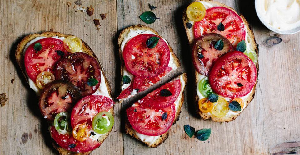 5 νόστιμα και υγιεινά snacks για την τσάντα της παραλίας